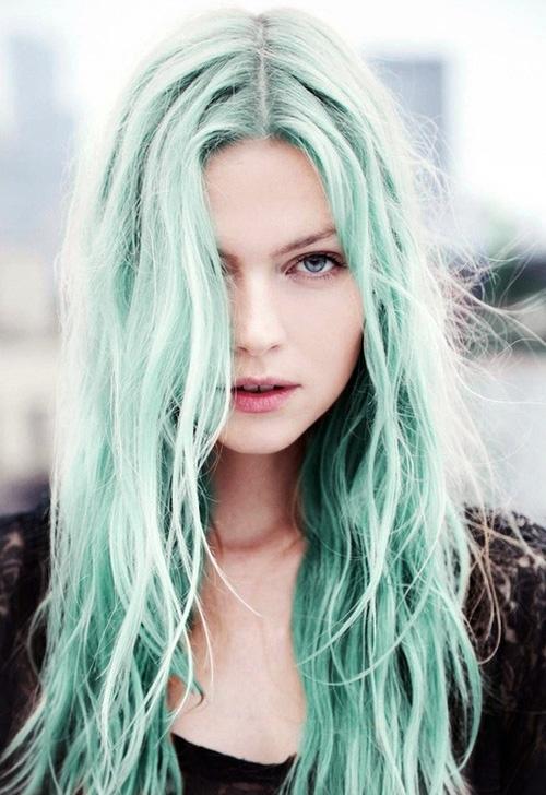 Девочка с зелёными волосами