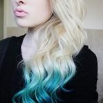 Блондинка с крашенными кончиками