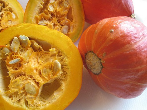 Тыква - полезный, богатый витаминами осенний овощ.