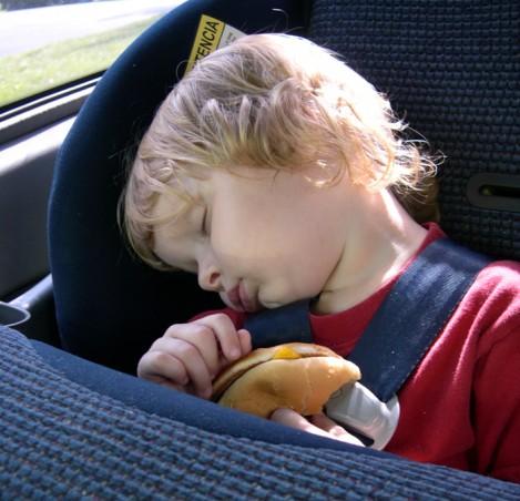 Безопасность ребенка в автомобиле - выбираем автомобильное кресло